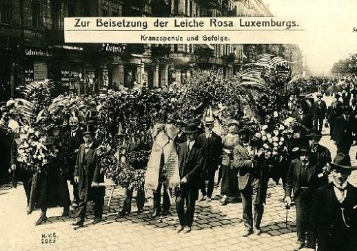 Η κηδεία της δολοφονημένης Ρόζας Λούξεμπουργκα