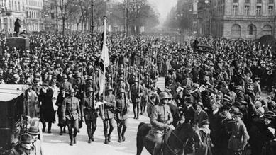 Μέλη του Φράικορπς ήσαν απόστρατοι του Α΄Παγκόσμιου πολέμου. Είχαν τάξει σκοπό τους την καταπολέμηση του μπολσεβικισμού. Πολέμησαν εξεγερμένους πολίτες από το Βερολίνο ως την Πολωνία. Εδώ η ναυτική  ταξιαρχία Ehrhardt καταλαμβάνει την διοικητική περιφέρεια του Βερολίνου κατά το πραξικόπημα Κάπ (1920).